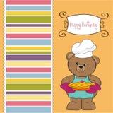 Teddybär mit Torte. Geburtstaggrußkarte Stockbilder