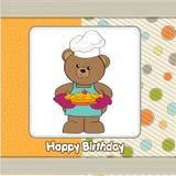 Teddybär mit Torte. Geburtstaggrußkarte Lizenzfreie Stockfotografie