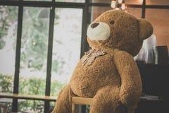 Teddybär nur mit Einsamkeit lizenzfreie stockfotos