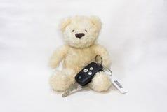 Teddybär-und Auto-Schlüssel Stockbild
