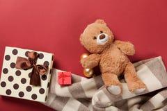 Teddybärspielzeug- und -weihnachtsgeschenke Stockfoto