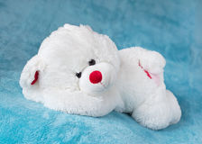 Teddybear sleeping on a soft blanket Royalty Free Stock Photos