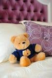 Teddybeer in bed Royalty-vrije Stock Afbeeldingen