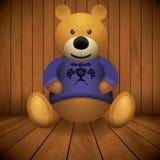 Teddybeer bruine gevulde stuk speelgoed druk op borst houten achtergrond Stock Fotografie