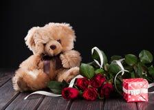 Teddybeer en rozen Royalty-vrije Stock Foto's