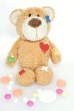 Teddybeer in het ziekenhuis Stock Fotografie