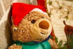 Teddybeer met de hoed van de Kerstman royalty-vrije stock foto
