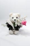 Teddybeer met een bos van bloemen Stock Foto