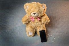Teddybeer met hoofdtelefoons Royalty-vrije Stock Afbeelding