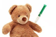 Teddybeer met injectie Stock Foto's