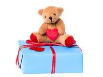 Teddybeer op de de giftdoos van de valentijnskaart Royalty-vrije Stock Fotografie