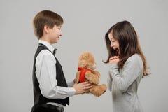 Teddybeer voor meest prettiest meisje royalty-vrije stock fotografie