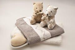 Teddyberen en badconcept stock fotografie