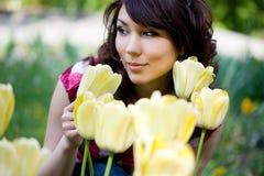 Teder meisje in de tuin Royalty-vrije Stock Afbeelding