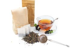 Tee auf weißem Hintergrund Lizenzfreie Stockfotos