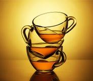 Tee, braun-rot, indisch, Ceylon, chinesischer Tee, drei Schalen, Blatt, Getränk, Morgen, Teeproduktion, alpin lizenzfreies stockbild