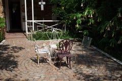 Tee im Garten stockfoto
