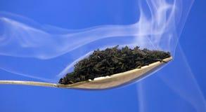 Tee im Rauche stockbild