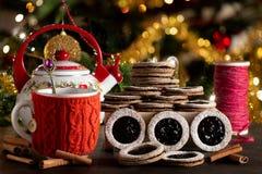 Tee mit Biskuiten lizenzfreies stockfoto