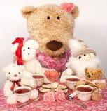 Tee mit Freunden lizenzfreie stockfotografie