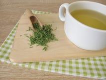 Tee mit getrocknetem Ackerschachtelhalm Lizenzfreie Stockbilder