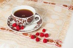 Tee mit Himbeeren Stockfotos