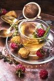Tee mit Himbeeren Lizenzfreie Stockfotos