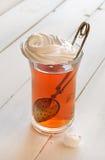 Tee mit Meringe stockfotos