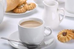 Tee mit Milch Lizenzfreie Stockbilder