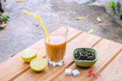 Tee mit Milch Lizenzfreie Stockfotografie