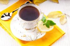Tee mit Minze und Zitrone Stockfoto