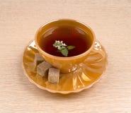Tee mit Minzenabschluß oben Stockfotos
