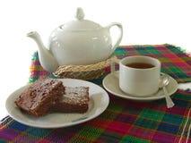 Tee mit Schokoladenkuchen Lizenzfreie Stockfotos