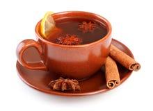 Tee mit Zimtsteuerknüppeln und Sternanis Stockbild