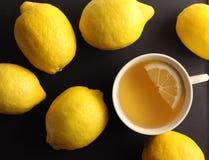 Tee mit Zitronen Stockfotografie