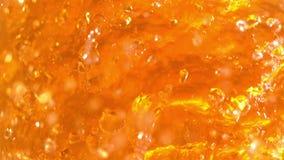Tee-oder Bier-Flüssigkeit barst in der Superzeitlupe-hellen Farbe stock footage