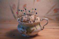 Tee-Schale Pin Cushion Lizenzfreies Stockbild