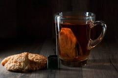 Tee, Schwarzes, klassisch lizenzfreie stockbilder