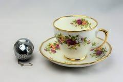Tee-Tasse und Untertasse 4 Weinlese-Feinen Porzellans Lizenzfreie Stockfotografie