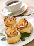 Tee und Apfelkuchen Stockbild