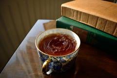 Tee und Bücher Lizenzfreie Stockfotos