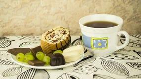 Tee und Bonbons Stockfotos