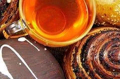 Tee und Brötchen. Stockbild