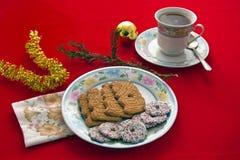 Tee und Chrsitmas Biskuite Lizenzfreies Stockbild