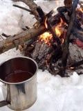 Tee und Feuer Stockfotografie