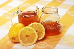 Tee und Honig lizenzfreie stockbilder