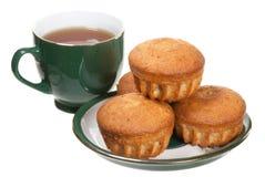 Tee und Muffins lizenzfreie stockfotografie