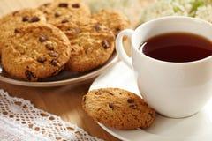 Tee und Plätzchen stockfotografie