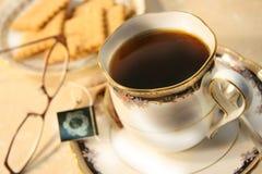 Tee und Plätzchen lizenzfreies stockfoto