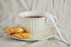 Tee und Plätzchen stockbild